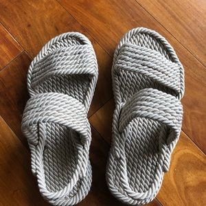 NWOT sandal with grey rope